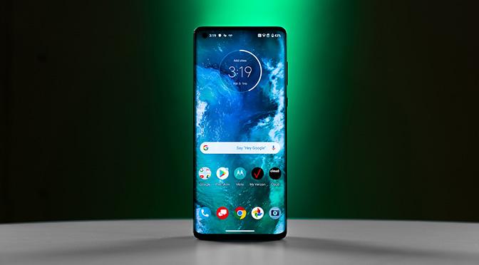 Первый взгляд на Motorola Edge+